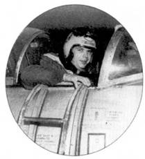 1-й лейтенант Иван (Evan не Ivan) У. Розенкранц провел на «Шутинг Старе» тяжелейший воздушный бой с МиГ-15 12 декабря 1950г. над Синьчжу.