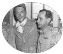 На снимке запечатлены представители двух поколений летчиков-истребителей ВВС США. 1-й лейтенант Джэймс Ф. Лoy (слева) стал самым молодым асом, полковник Харрисон Тинг (справа) успел повоевать в ходе второй мировой войны.