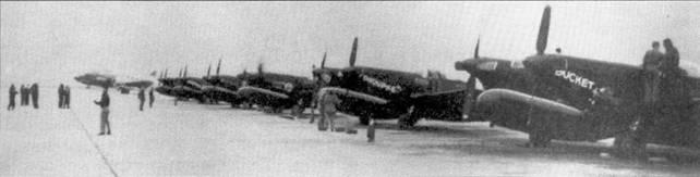 Линейка истребителей F-82G «Твин Мустанг» из 68-й всепогодной истребительной эскадрильи, авиабаза Мисава, Япония. Крайний справа — самолет 46-383 «BUCKET O'BOLTS». Обратите внимание на названия самолетов, написанные на носах фюзеляжей.