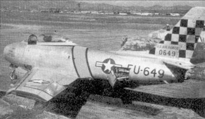 Ни снимке хорошо видна окраски истребителя F-86E-1-NA 50-0649 из 51-го авиакрыла. Самолет сфотографирован на стоянке авиабазы Сувон. Машина была закреплена за Уолтом Конилендом, который окрестил ее «Aunt Myrna». На этом «Сейбре» Копиленд сбил один МиГ.