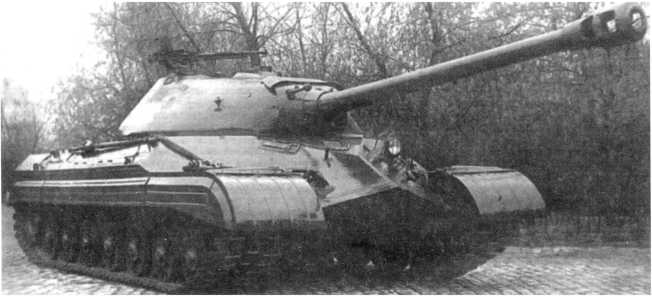 6.Общий вид опытного танка «объект 730», вид спереди справа. Хорошо видна зенитная установка 12,7-мм пулемета ДШК на башне (РГАЭ).