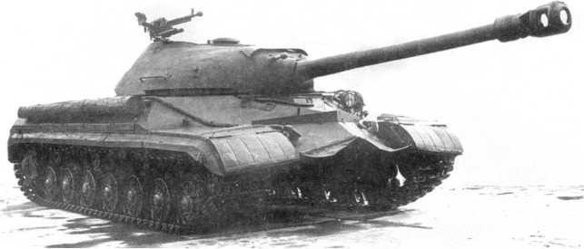 7.Общий вид танка Т-10. Хорошо видна зенитная установка 12,7-мм пулемета ДШК, на правом борту уложено бревно для самовытаскивания (РГАЭ).