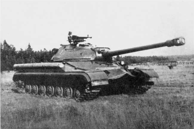 9.Тяжелый танк Т-10 во время испытаний на полигоне. 1954 год (ИЖ).