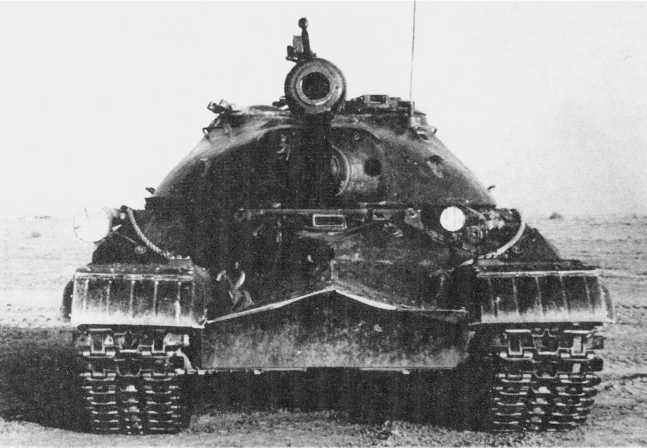 14.Тяжелый танк Т-10 на испытаниях, вид спереди. 1955 год (ИЖ).