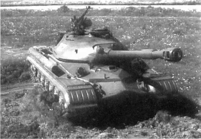 35.Танк Т-10А, общий вид (кадр учебного кинофильма).