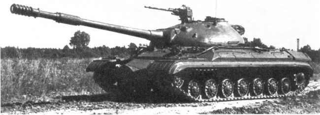 41.Опытный образец танка Т-10М Челябинского Кировского завода — «объект 734» на испытаниях. 1958 год (РГАЭ).