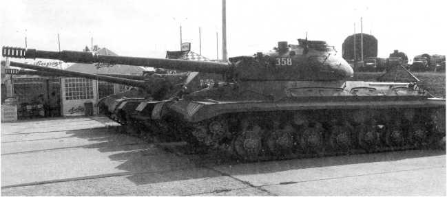 54.Тяжелый танк Т-10М, вид слева. Историко- культурный комплекс «Линия Сталина» (АСКМ).