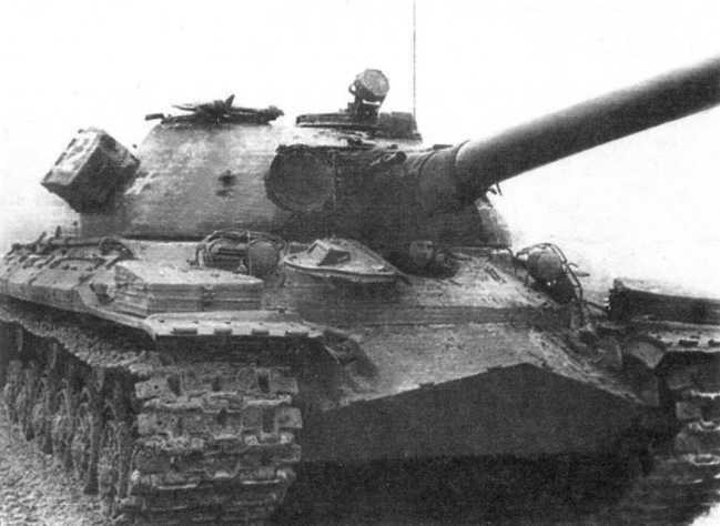 65.Танк Т-10М из состава 30-го отдельного танкового батальона ГСВГ на учениях. 1974 год. Во избежание потери во время движения, перед учениями надгусеничные крылья снимали (СС).