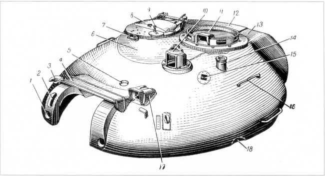 72.Башня танка Т-10М: 1 — отверстие для пальца крепления рамки пушки; 2 — окно для пулемета КП ВТ; 3 — крюк; 4 — дождевой щиток; 5 — отверстие для тяги крепления рамки пушки; 6 — броневой лист крышки башни; 7 — отверстие для установки прибора наблюдения заряжающего ТПН; 8 — крышка люка заряжающего; 9 — рукоятка механизма поворота верхнего погона люка заряжающего; 10 — броневое ограждение прицела ТПН-1; 11 — крышка люка командира танка; 12 — крышка кормового ящика для ЗИП; 13 — кормовой ящик для ЗИП; 14 — стакан антенного ввода; 15 — отверстие для <a href='https://arsenal-info.ru/b/book/1318254746/282' target='_self'>прибора наблюдения</a> ТПБ-51; 16 — поручень; 17 — колпак бронировки прицела Т2С; 18 — выемка для обеспечения открывания откидного листа над радиаторами (РПМЧ).