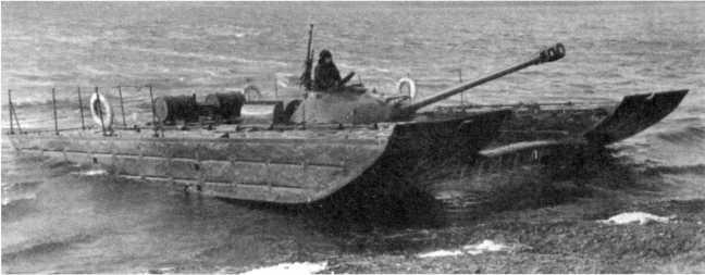 78.Испытания танка Т-10, оснащенного комплектом индивидуальных плавсредств. 1958 год (АСКМ).