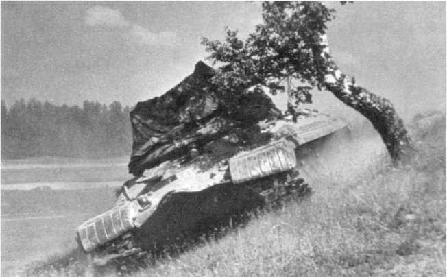 79, 80. Испытания танка «объект 266» с гидротрансмиссией. 1955 год (РГАЭ).