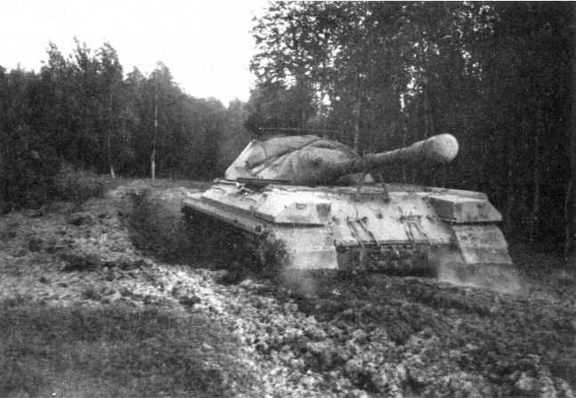 81.«Объект 266» с гидротрансмиссией во время испытаний на трассе НИБ полигона. 1955 год (РГАЭ).