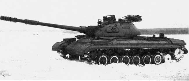 88.Танк Т-10М с ПТРК «Малютка» («объект 272М»), вид слева. Хорошо видны ракеты на пусковой установке (ИЖ).
