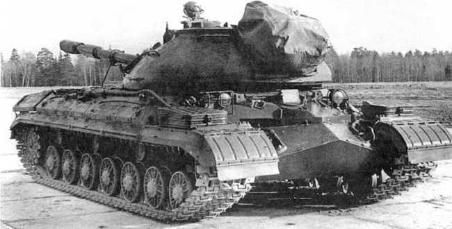 89.«Объект 272М» — танк Т-10 с ПТРК «Малютка». Ракеты закрыты специальным чехлом (ИЖ).