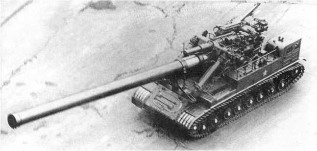 91.Самоходная установка «Конденсатор-2П» с 406-мм пушкой по пути на Красную площадь. 1957 год (РГАКФД).