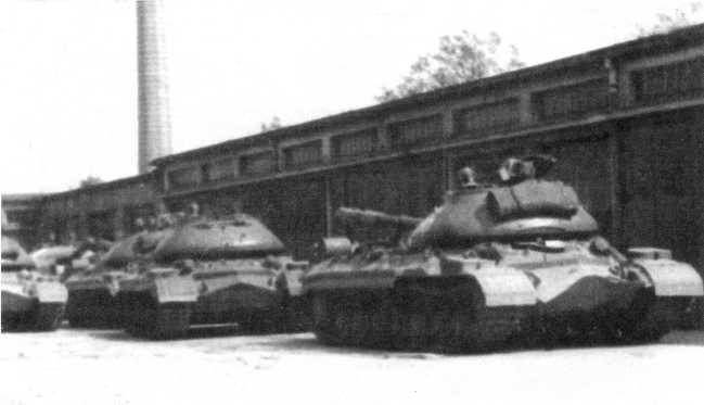 96.Танки Т-10М из состава 9-й тяжелой танковой Бобруйско-Берлинской Краснознаменной ордена Суворова дивизии. Германия, 1965 год. До февраля 1965 года дивизия именовалась 13-й тяжелой танковой (АСКМ).