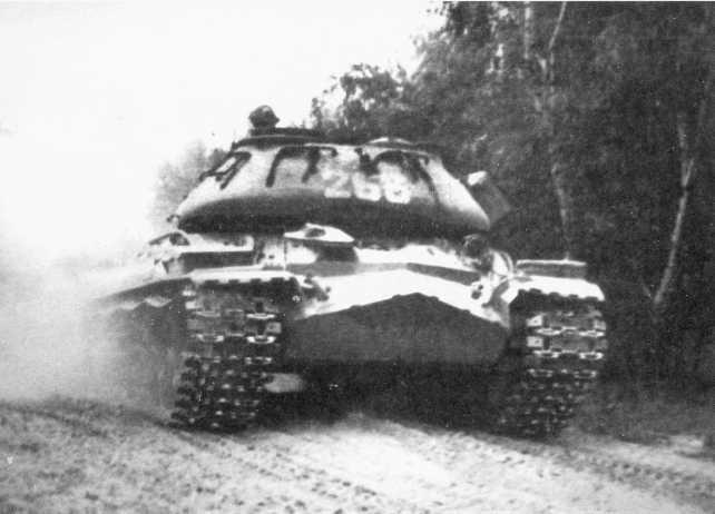 98.Танк Т-10М 49-го отдельного танкового батальона во время тренировки механиков-водителей на Гарделегенском полигоне. ГСВГ, 1972 год (ЕМ).