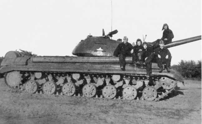 99.Танк Т-10М из состава 49-го отдельного танкового батальона 2-й гвардейской танковой армии после проведения учебных стрельб из вкладных 23-мм стволов на Штатском полигоне. ГСВГ, лето 1974 года (ЕМ).