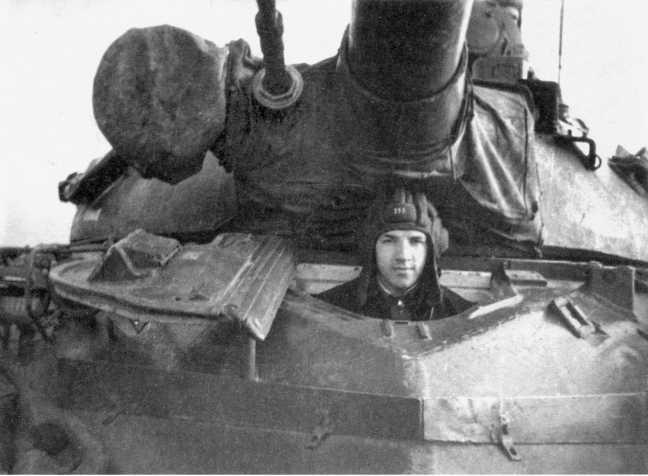 103.Механик-водитель 49-го отдельного танкового батальона старший сержант Е. П. Ментюков за рычагами своего Т-10М во время учебных стрельб. Лето 1974 года (ЕМ).