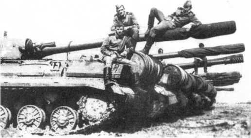 107.Танки Т-10М 30-го отдельного батальона после боевых стрельб. ГСВГ, 1974 год (СС).