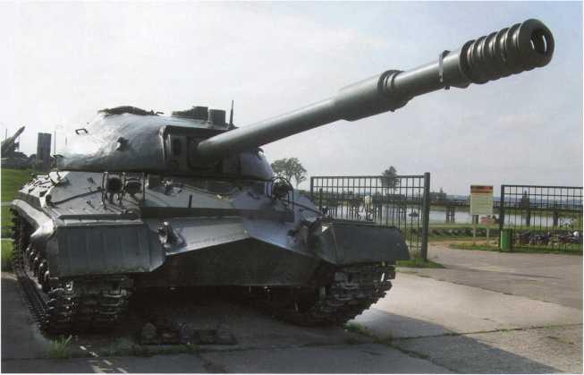 115, 116. В экспозиции историко-культурного комплекса «Линия Сталина», расположенного в 20 километрах северо-западнее Минска, имеются два тяжелых танка Т-10М. Скорее всего, машины были на вооружении 5-й тяжелой танковой дивизии, и при создании комплекса поступили с базы хранения, созданной на основе этой дивизии.