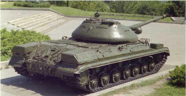 118, 119. Тяжелый танк Т-10М, установленный на площадке Национального музея истории Украины во Второй мировой войне, г. Киев. Машина скорее всего поступила с 5359-й гвардейской базы хранения вооружения и военной техники, в которую в 1990 году была переформирована 42-я гвардейская танковая дивизия, расположенная в районе города Новомосковск.