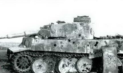 Танк «Тигр», расстрелянный различными типами бронебойных боеприпасов калибра 45-мм, 76-мм и 85-мм. Лето 1943 г.