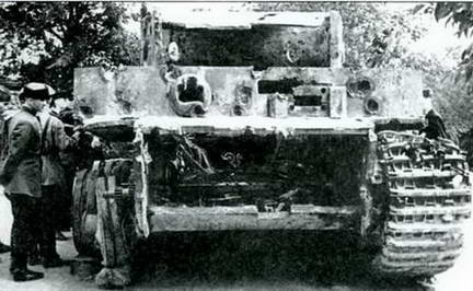 Вид спереди танка «Тигр», расстрелянного на полигоне. Парк им. Горького, лето 1943 г.