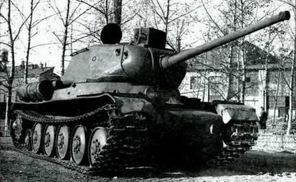 Именно в этом танке прошли испытания 85-мм пушки большой мощности Д-5Т-85БМ. 1944 г.