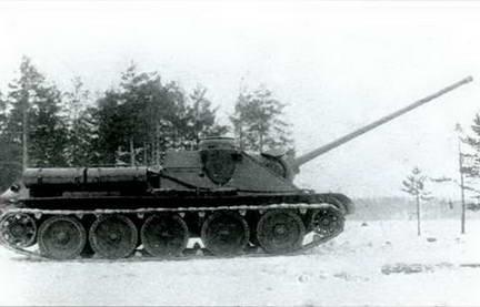 Испытания 85-мм орудия Д-5С-85БМ в самоходе СУ-100. 1944 г.