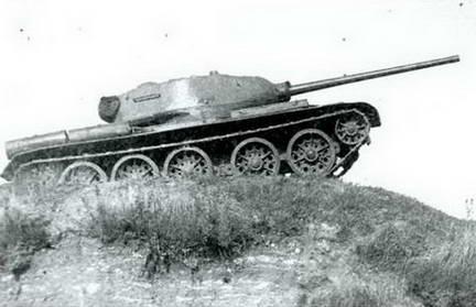 Испытания эталонного образца танка Т-44 валовой серии. 1945 г.