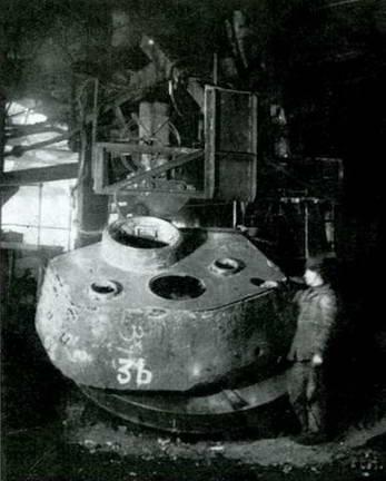 Приварка полуавтоматом крыши башни Т-34-85. Завод № 112, 1945 г.