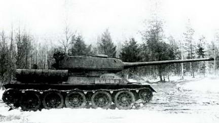 Т-34-100, вооруженный 100-мм пушкой Л Б-1, на испытаниях. 1945 г.