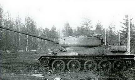 Т-34-100, вооруженный 100-мм пушкой Д-10Т на испытаниях. 1945 г.