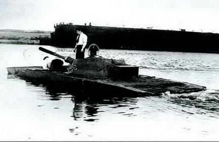 Плавающий танк Р-39 завода № 112 на плаву. Лето 1949 г.