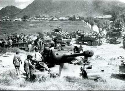 Танки М-26 охраняют периметр высадки американских войск. 1950 г.