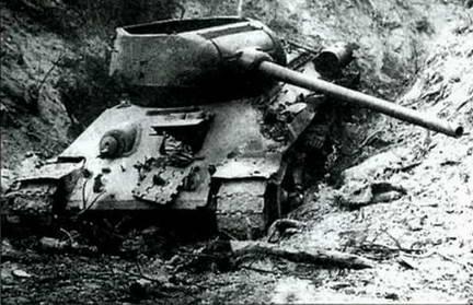 Еще один Т-34-85 северокорейских войск с детонировавшим боеккомплектом. 1950 г.