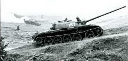 Танк Т-54А во время учений Киевского военного округа. 1956 г.