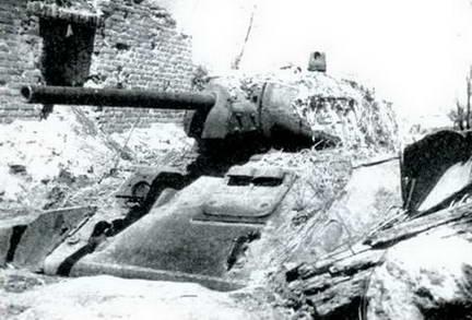 Советский танк в засаде. Севернее Курска, июль 1943 г.