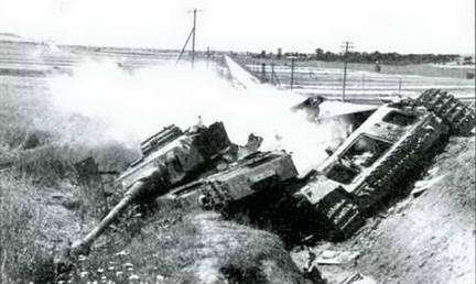 Еще один немецкий танк горит. Осень 1943 г.