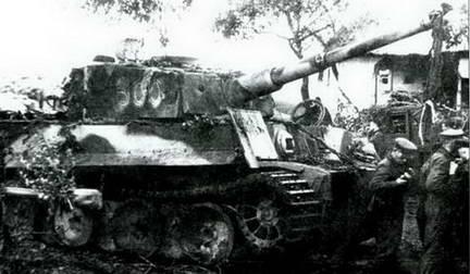 Поврежденный «Тигр» захвачен. Севернее Курска, июль 1943 г.