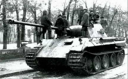Брошенная«Пантера»на улицах Харькова, сентябрь 1943 г.