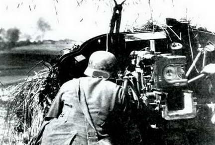 Немецкая противотанковая пушка на позиции, лето 1943 г.