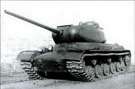 Один из первых образцов танка ИС (ИС- 85) во дворе Челябинского завода. 1943 г.