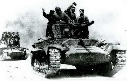 Легкие танки Mk III«Валентайн»с 57-мм танковой пушкой в наступлении. 1944 г.