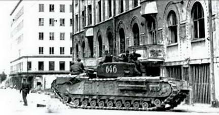 Тяжелый танк Mk IV«Черчилль»входит в Выборг. 1944 г.