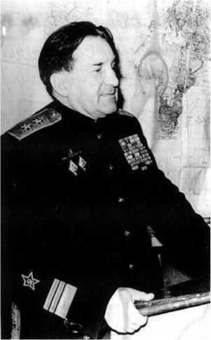 Герой Советского Союза вице-адмирал Георгий Никитович Холостяков.