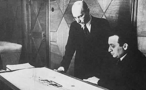 На фото слева: Артем Иванович Микоян (справа) и Михаил Иосифович Гуревич