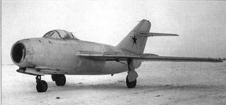 """Первый опытный экземпляр истребителя МиГ-15 (С-1, С-01) с двигателем """"Нин-1"""" №1036."""