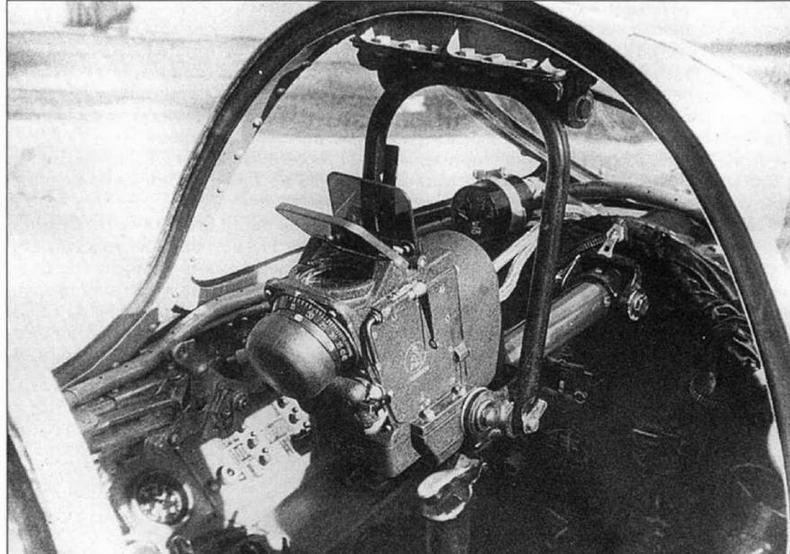 Выдвижная установка прицела АСП-ЗН на самолете МиГ-15 №106019.